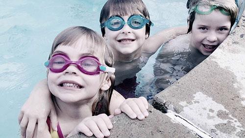 Snapwire_Pamela-Webb_kinderschwimmen
